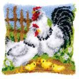 Coussin au point noué famille de poules - 4