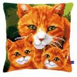 Coussin au point de croix famille de chats - 4