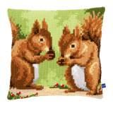 Coussin au point d croix ecureuils grignotants - 4